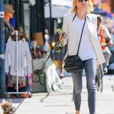 22. Juli 2015: Naomi Watts geht mit ihrem Hund Bob durch den New Yorker Stadtteil Soho spazieren.