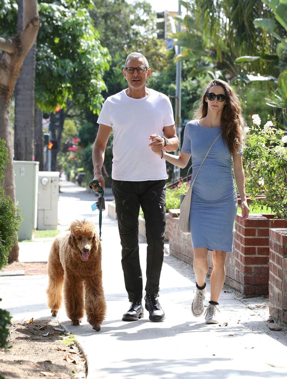 22. März 2015: Jeff Goldblum macht einen Spaziergang durch Hollywood mit Freundin Emilie Livingston und seinem Hund.