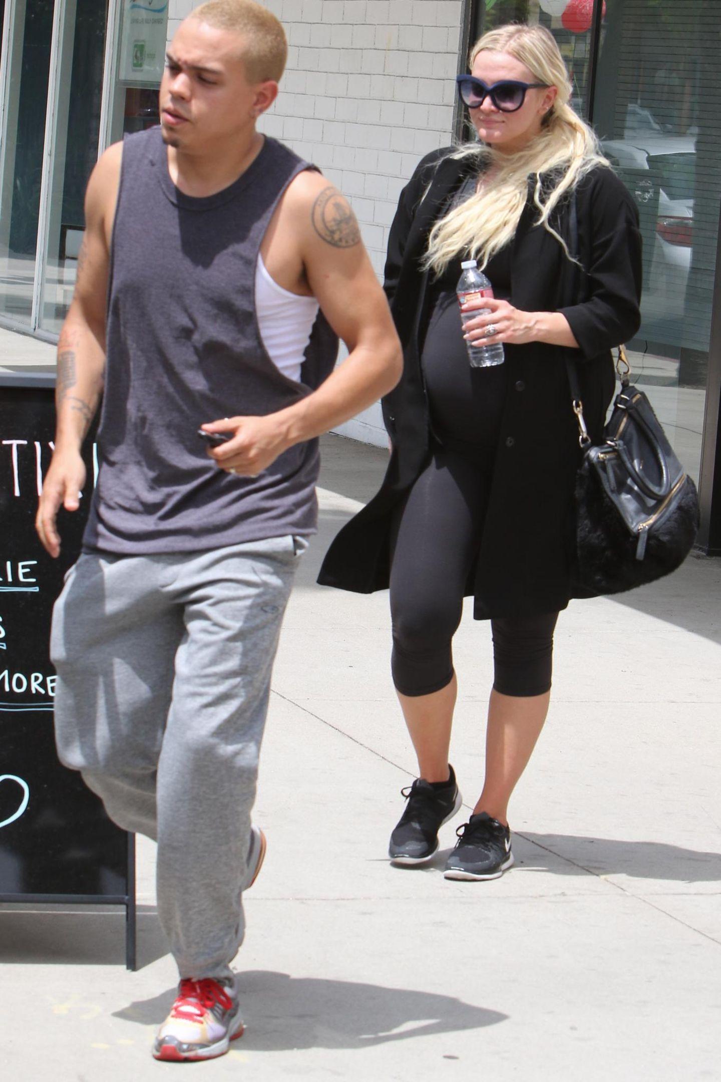 12. Mai 2015: Trotz Babybauch geht Ashlee Simpson mit Evan Ross noch regelmäßig in Los Angeles zum Sport.