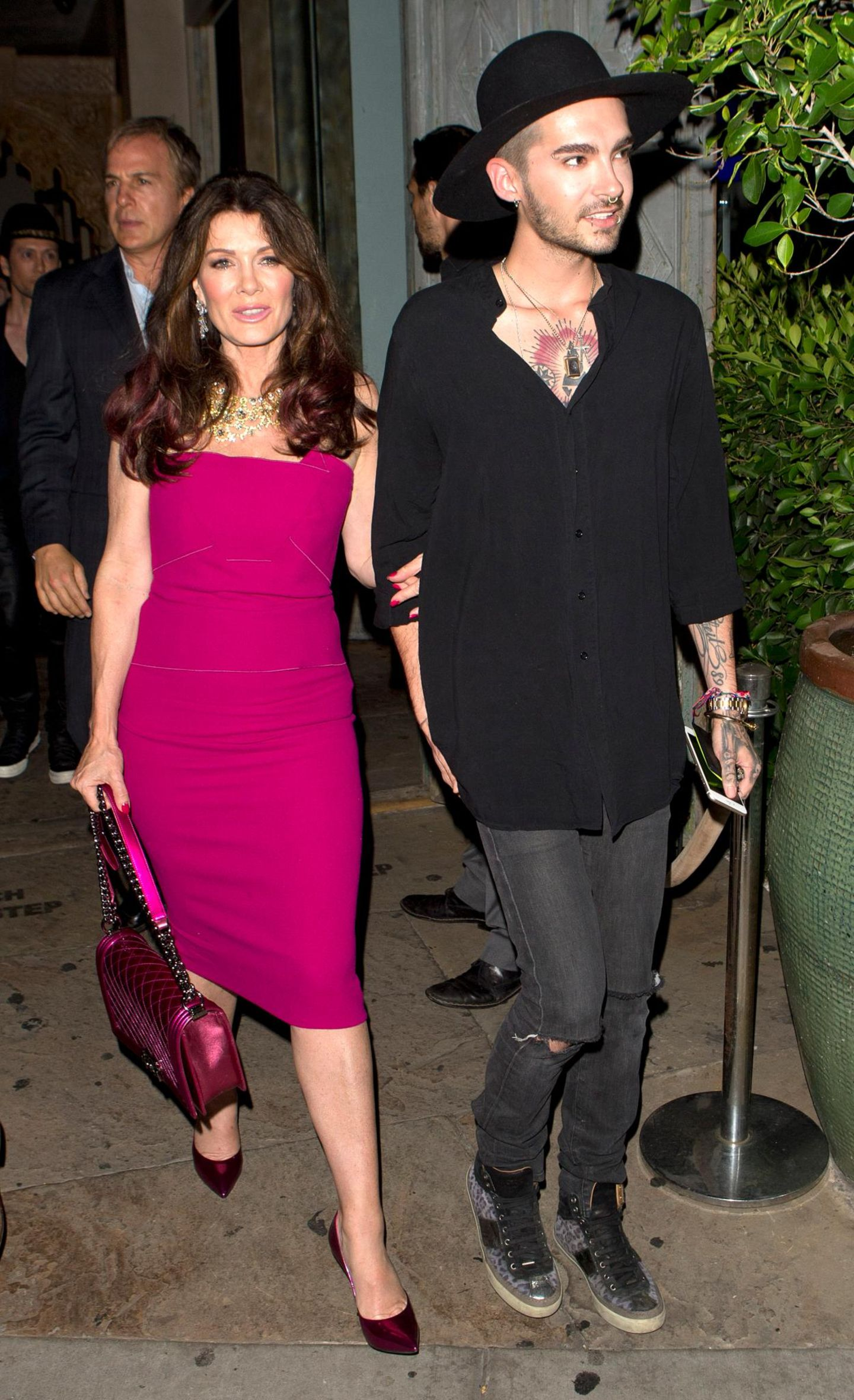 21. Juli 2015: Bill Kaulitz ist Arm in Arm mit TV-Sternchen Lisa Vanderpump in West Hollywood unterwegs.