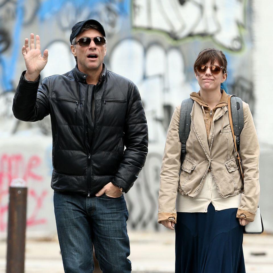 16. Dezember 2015: Der Sänger Jon Bon Jovi ist mit seiner Tochter Stefanie Rose auf dem Weg nach Hause.