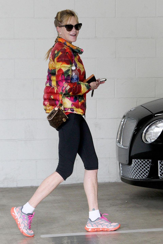 12. Januar 2015: Melanie Griffith verlässt mit guter Laune ihr Fitnessstudio in Beverly Hills.