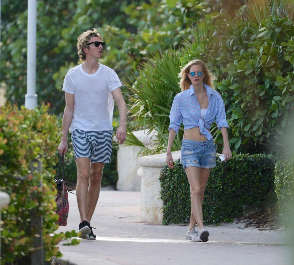 7. Januar 2015: Poppy Delevingne und ihr Mann James Cook verbringen ihren Tag am Strand von Miami Beach.
