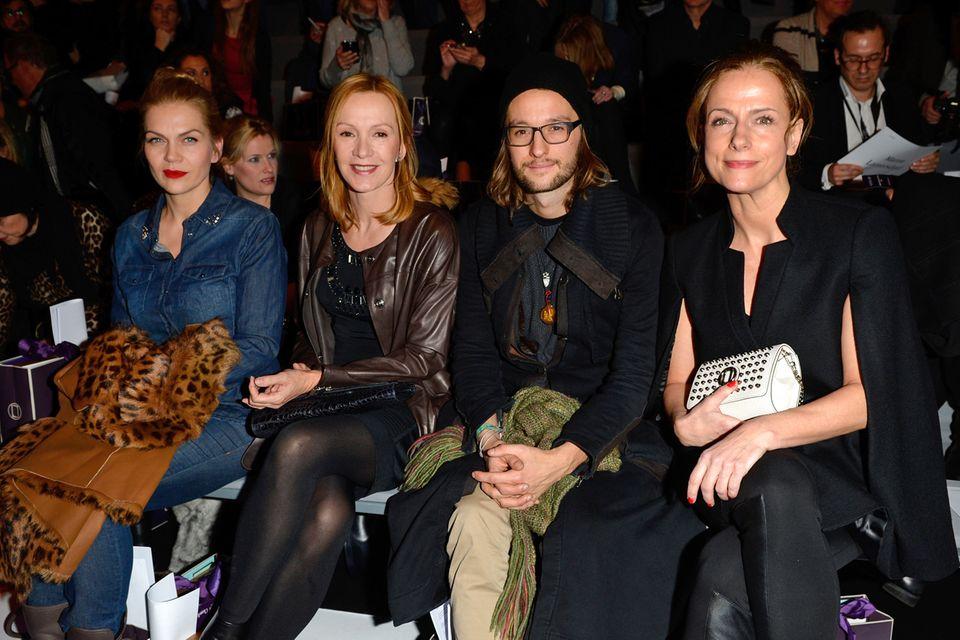 Fashion-Liebhaber an vorderster Front: Anna Loos, Katja Flint, Oscar Lauterbach und Claudia Michelsen in der ersten Reihe bei Laurèl.