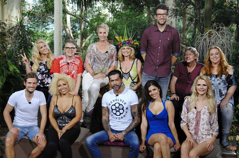 Wiedersehen im Camp  Am Tag nach dem Finale kommen noch einmal alle Ex-Bewohner zusammen, um gemeinsam im Baumhaus die Staffel Revue passieren zu lassen.