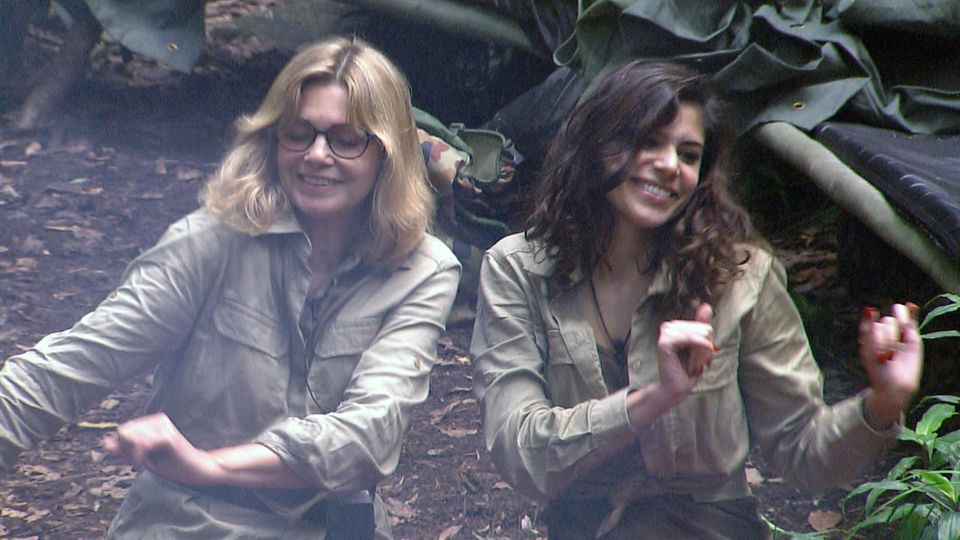 Tag 14  Maren Gilzer und Tanja Tischewitsch freuen sich, dass sie das Camp noch nciht verlassen müssen.