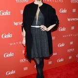 Topmodel Franziska Knuppe zeigt sich in elegantem Schwarz und turmhohen High-Heels.