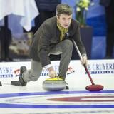 """20. November 2015: Prinz Frederik lässt es sportlich angehen bei den """"European Curling Championships"""" in Esbjerg, wo er sich selbst aufs Eis wagt."""
