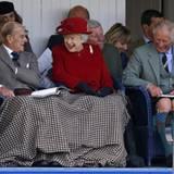 5. September 2015: Wie jedes Jahr amüsieren sich die Queen, Prinz Philip und Prinz Charles im schottischen Braemar bei den Highland Games prächtig.