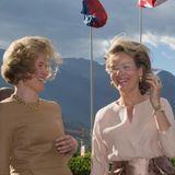 17. September 2015: Königin Mathilde und Erbprinzessin Sophie müssen im Wind von Vaduz (Liechtenstein) ihre Haare bändigen. König Philippe und Erbprinz Alois dagegen haben gut lachen. Belgiens Königspaar ist beim informellen Treffen der deutschsprachigen Staatsoberhäupter im Fürstentum zu Gast.