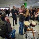 28. Januar 2015  Königin Mathilde wird in einer Wohngruppe in Overpelt besonders herzlich begrüßt.