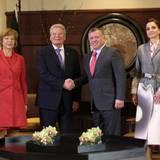 7. Dezember 2015: Bundespräsident Joachim Gauck und seine Frau Daniela Schadt werden von Jordaniens König Abdullah und Königin Rania im Palast in Amman empfangen.