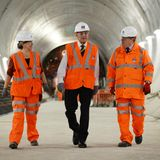 4. November 2015: Prinz Philip besucht die Baustelle der neuen Crossrail Station in Farringdon in London.