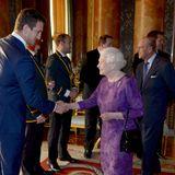 12. Oktober 2015: Queen Elizabeth empfängt den Kaptiän des Rugby Teams von Wales, Sam Warburton, und sein Team im Buckingham Palast.