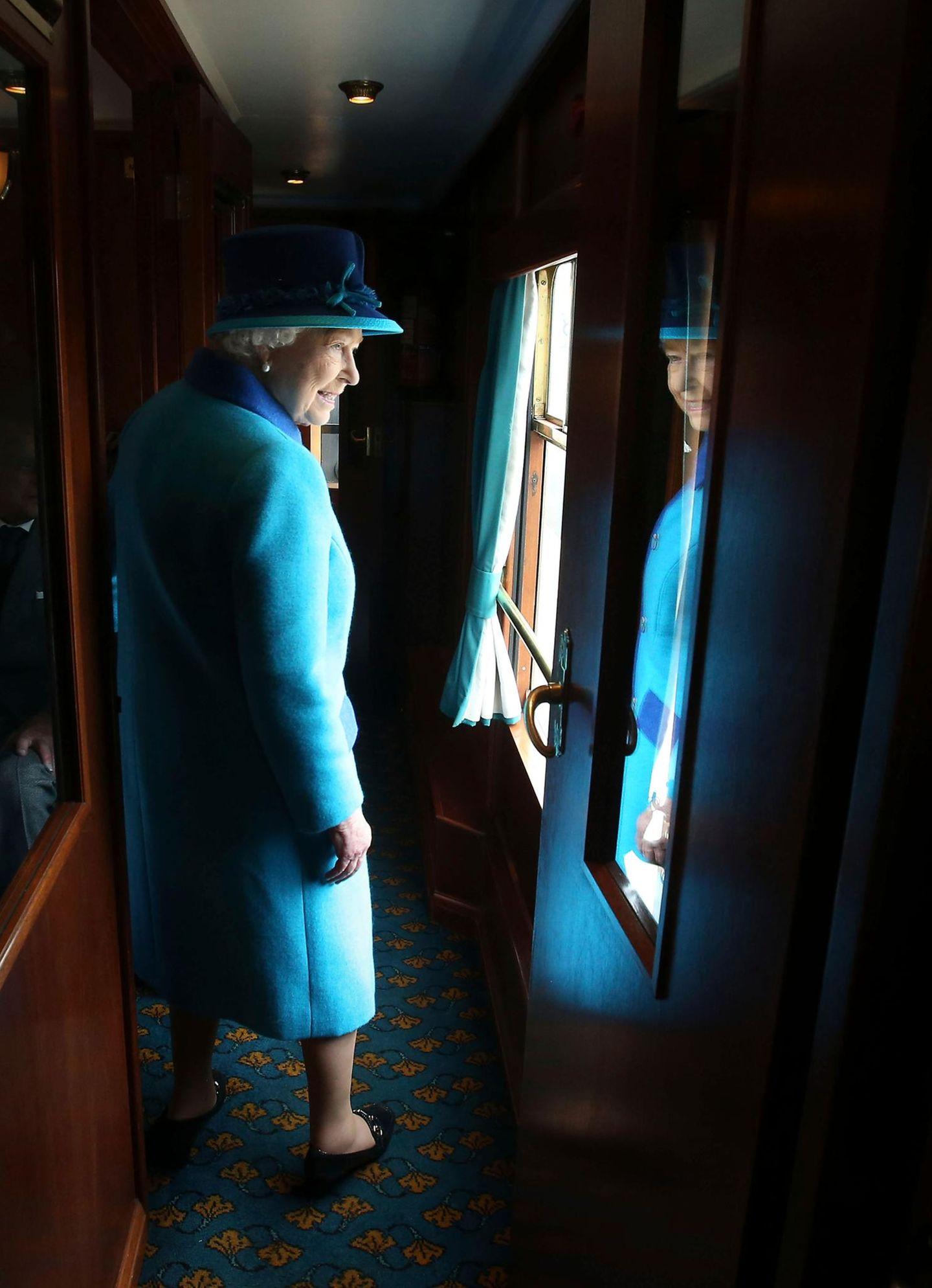 9. September 2015: Queen Elizabeth reist auf der neuen Scottish-Borders-Zuglinie.