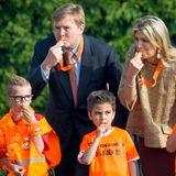 """24. April 2015: Das niederländische Königspaar gibt bei den Königsspielen (""""Koningsspelen"""") in Leiden gemeinsam mit Schülern den Startsschuss. An den sportlichen Wettbewerben können über eine Millionen Grundschüler in den Niederlanden teilnehmen."""