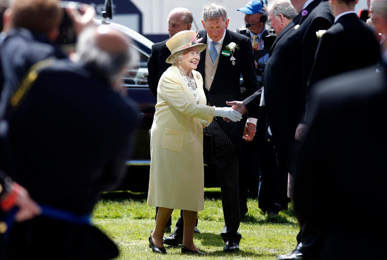 """6. Juni 2015: Die Queen kommt auf dem """"Epsom Derby Festival"""" an."""