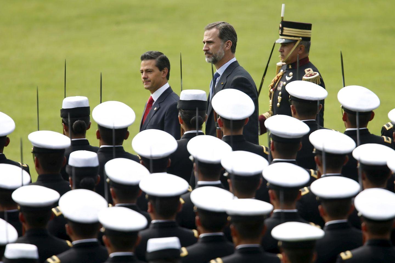 29. Juni 2015: König Felipe von Spanien wird in Mexico City mit einer Militärparade empfangen.
