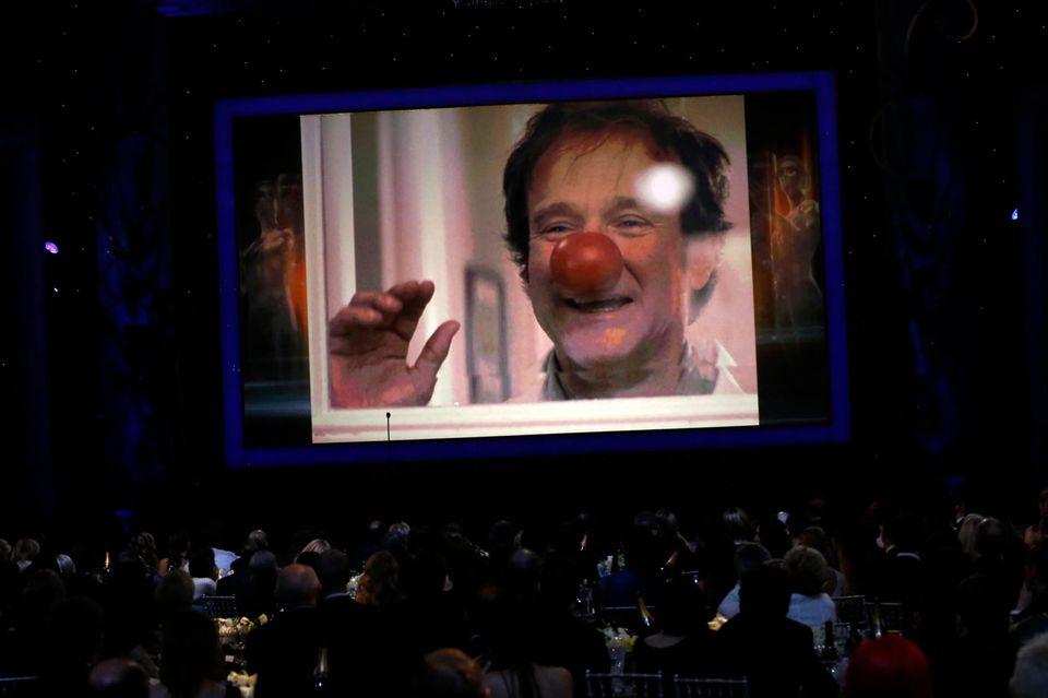 Während der Verleihung wird auch an den tragisch verstorbenen Robin Williams erinnert.