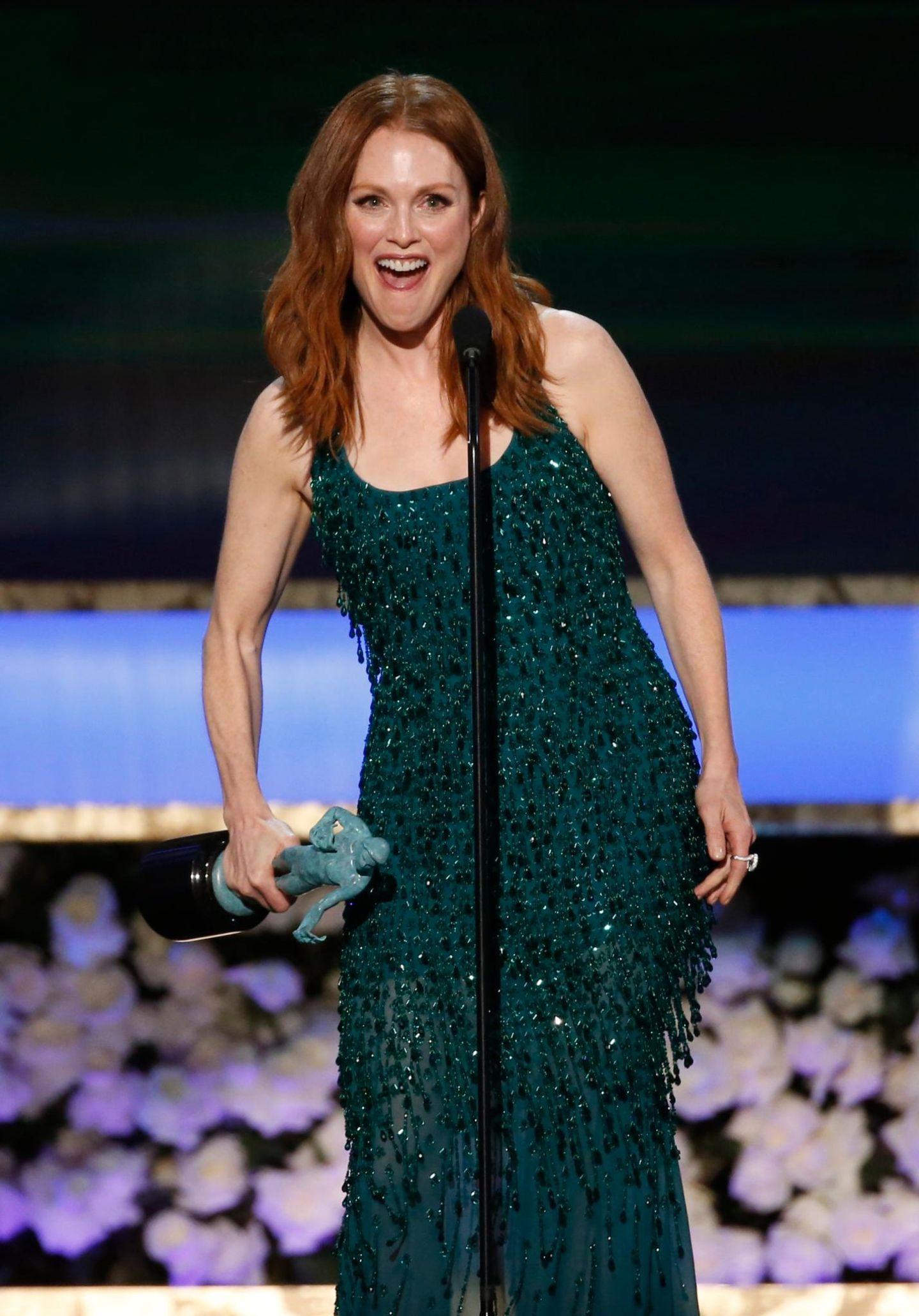 """Julianne Moore freut sich über ihre Auszeichnung für das Alzheimer-Drama """"Still Alice""""."""