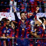 So schön freut sich nur Gerard Piqué. Der Fußballspieler des FC Barcelona ist nicht nur groß gewachsen, sportlich und attraktiv - er beweist bei seinen kleinen Söhnen Milan und Sasha auch herzerwärmende Papa-Qualitäten.