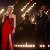 """Gwen Stefani und Adam Levine performen zusammen """"My Heart Is Open""""."""