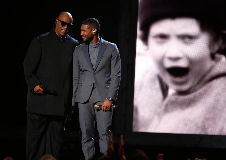 "Usher performt mit Stevie Wonder ""If It's Magic""."