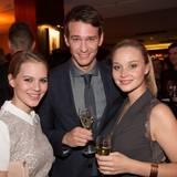 """Alicia von Rittberg, Vladimir Burlakow und Sonja Gerhardt lassen sich den Champagner von """"Pommery"""" schmecken."""
