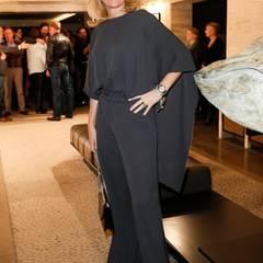Maria Furtwängler (in Valentino) posiert für ein Foto in der imposanten Einganghalle des 5-Sterne-Hotels.