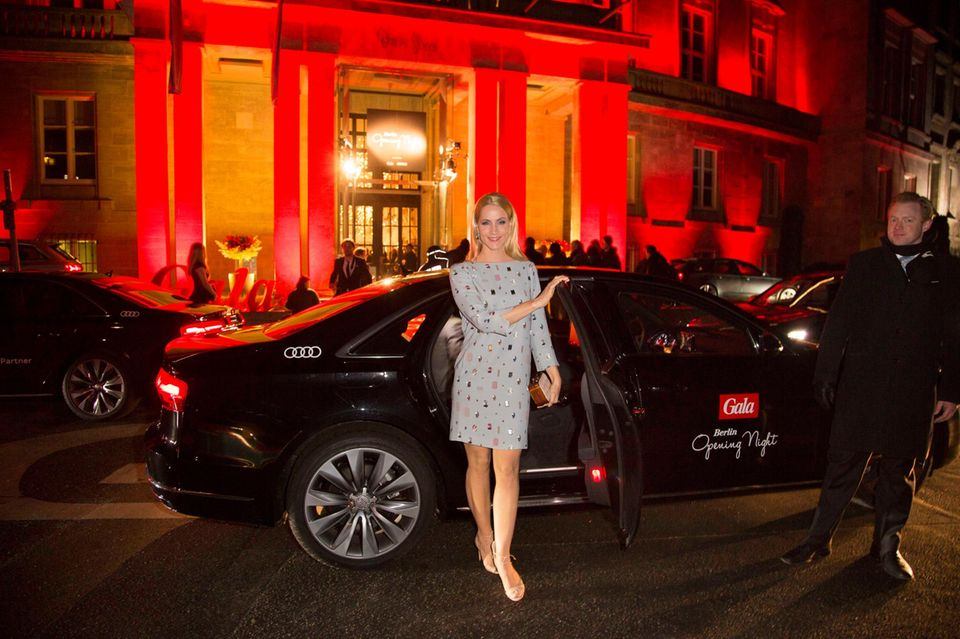 """Judith Rakers kommt mit dem Audi-Shuttle-Service zur """"Berlin Opening Night"""": """"Die Berlinale lasse ich mir nicht nehmen, filmbegeistert wie ich bin."""""""