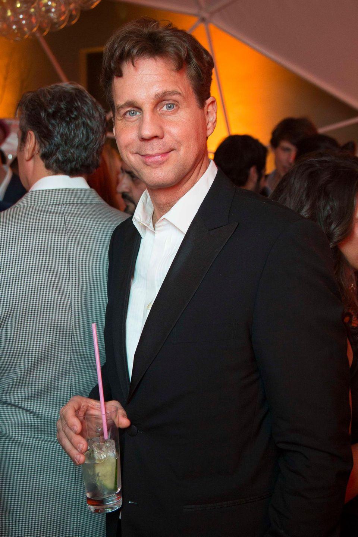 """Thomas Heinze lässt den Abend bei einem kühlen Getränk von """"Diageo"""" ausklingen."""