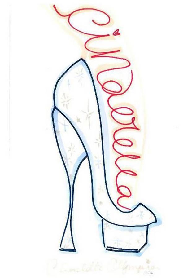 """""""If the Shoe Fits"""" hat Charlotte Olympia ihren transparenten Plateau-Slipper aus ihren Signature-Materialien genannt, den sie mit Sternen und Steinen für Prinzessinen entworfen hat."""