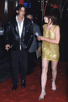 Ellen Barkin  1994 trifft sich Johnny Depp mit der 9 Jahre älteren Ellen Barkin.