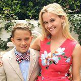 """11. Juni 2016  Reese Witherspoon gratuliert ihrem zwölfjährigen Sohn Deacon zum Abschluss der Grundschule. """"Zur Junior High! Juhu, Deacon! #StolzeMama"""", schreibt die Schauspielerin zu dem Bild, für das sich beide rausgeputzt haben."""