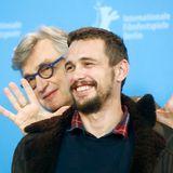 Wim Wenders witzelt hinterm Rücken von James Franco herum.