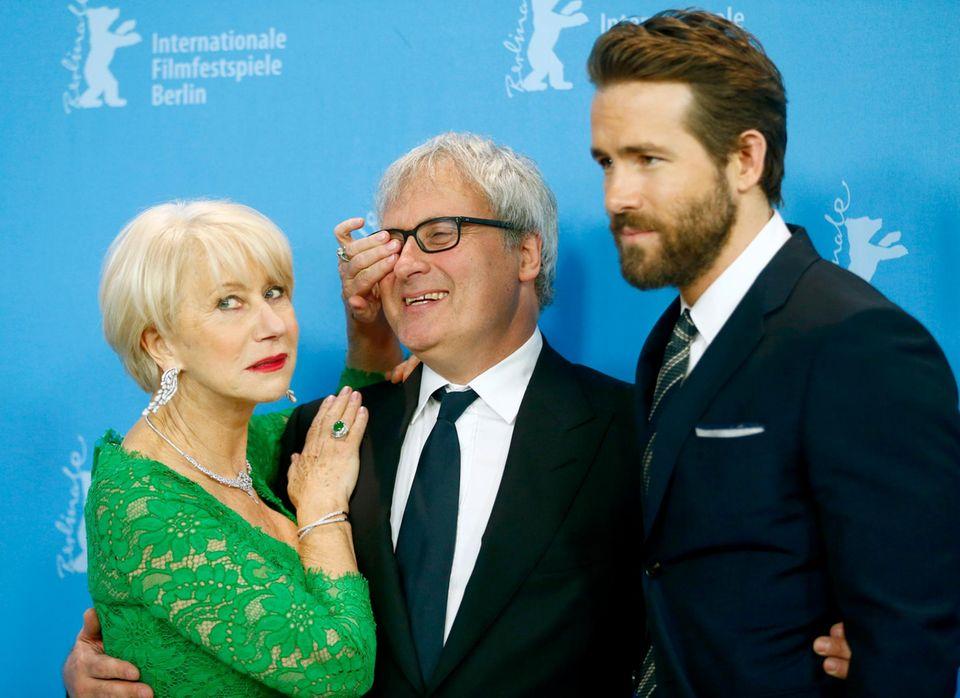 Regisseur Simon Curtis albert mit Helen Mirren und Ryan Reynolds herum.