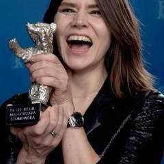 """Ebenfalls beste Regie: Malgorzata Szumowska freut sich über den Silbernen Bären für """"Body""""."""