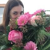 """Jana Ina Zarrella freut sich über einen Blumenstrauß: """"Mein ?#?Ehemann? ist ein ?#?Romantiker?. Und ich ?#?liebe? es!!! ?#?Happywife? ?#?happylife? ?#?valentine? @giovannizarrella"""", schreibt sie bei Facebook zu diesem Bild."""