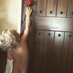 """Am Valentinstag zeigt Malin Akerman ihr Söhnchen Sebastian bei Instagram und bezeichnet ihn als ihre """"größte Liebe""""."""