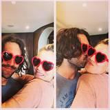 Kaley Cuoco-Sweeting und ihre Ehemann Ryan Sweeting haben zwar keine rosaroten Brillen auf, dafür welche in Herzform.