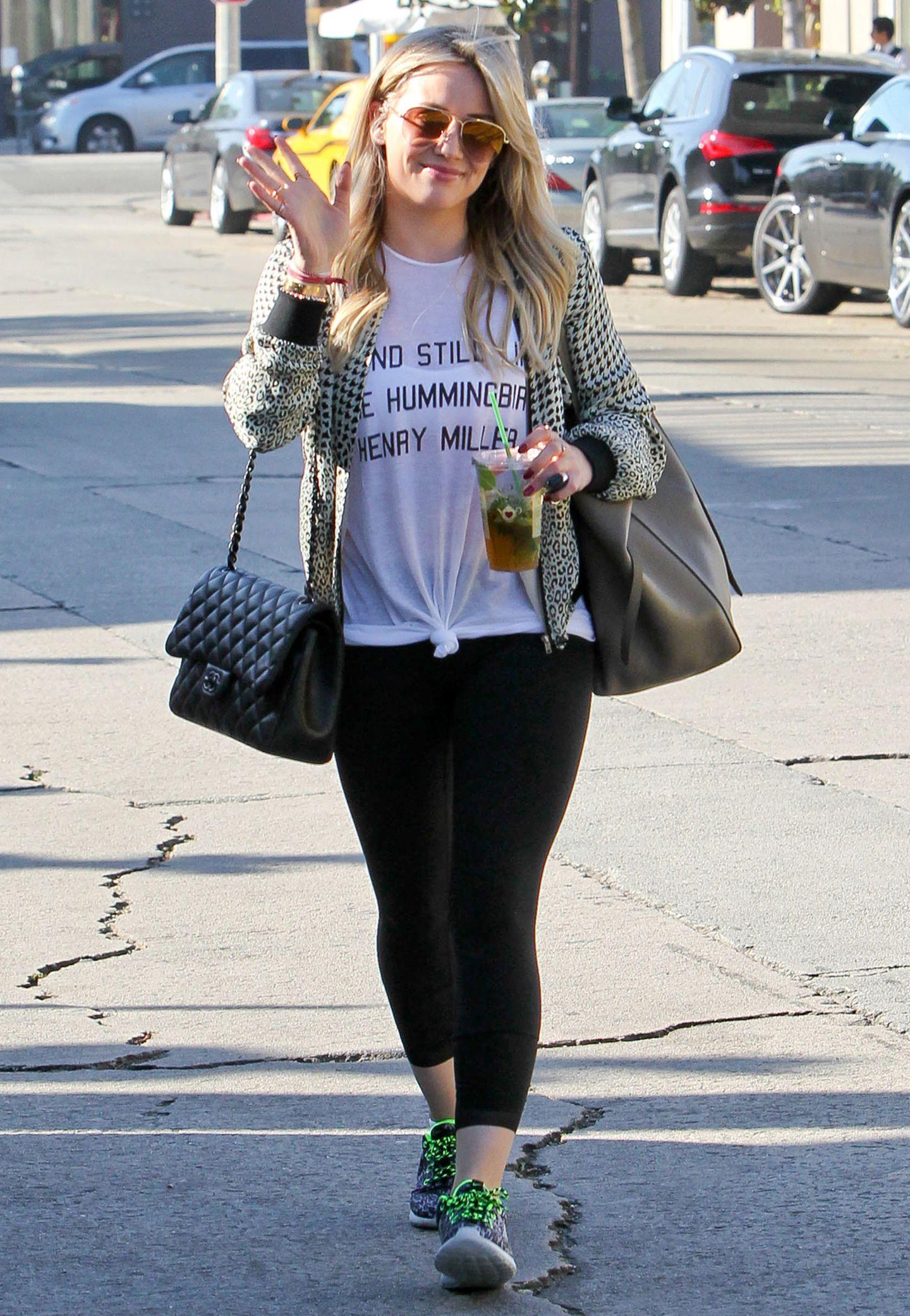 """Die klassische """"2.55"""" mit einem Einstiegspreis von knapp 2000 Euro wurde einst von Modeikone Coco Chanel erfunden und wird aus feinstem Leder handgefertigt. Hollywood-Schauspielerin Hilary Duff wirft sie heutzutage lässig zum Kaffeeholen über."""
