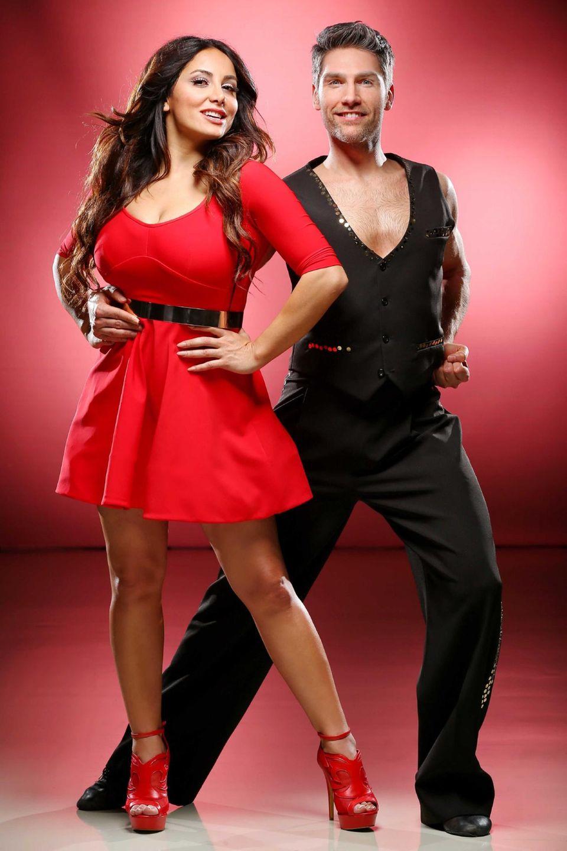 Comedian Enissa Amami tanzt mit Christian Polanc.
