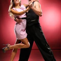 Cathy Fischer schwingt mit Profitänzer Marius Iepure das Tanzbein.