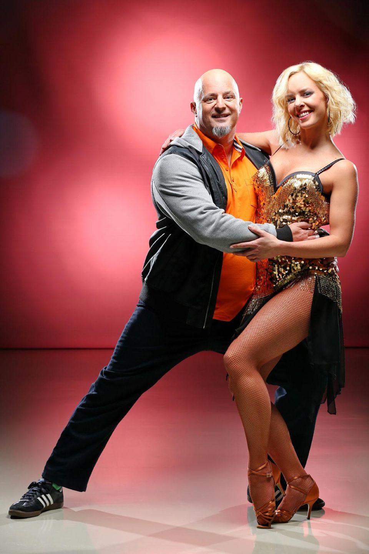 Detlef Stevens tanzt mit Vorjahressiegerin Isabel Edvardsson.