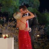 """Der erste Kuss als Paar: """"Ich bin über beide Ohren in dich verliebt"""", sagt Oliver bei der Entscheidung zu Caro."""