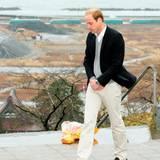 Japan Tag 4: Der britische Thronfolger gedenkt der Opfer der Tsunami-Katastrophe.