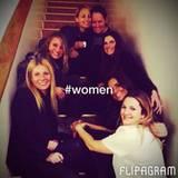 """Gwyneth Paltrow postet ein Foto von einer """"Clinton Foundation""""-Veranstaltung, mit dabei sind auch Drew Barrymore, Cameron Diaz, Nicole Richie und Lake Bell."""