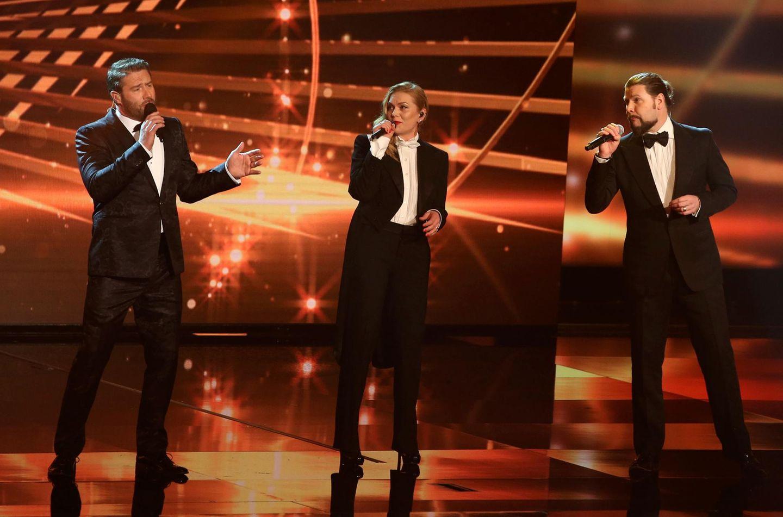 Anna Loos steht zusammen mit Sasha und Rea Garvey auf der Bühne.