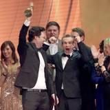 """Die grandiose """"Tatort""""-Folge """"Im Schmerz geboren"""" ergattert als bester deutscher Fernsehfilm die Goldene Kamera. Das Team freut sich."""