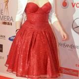Enie van de Meikokjes hat ihr Outfit auf ihre Haarfarbe abgestimmt.